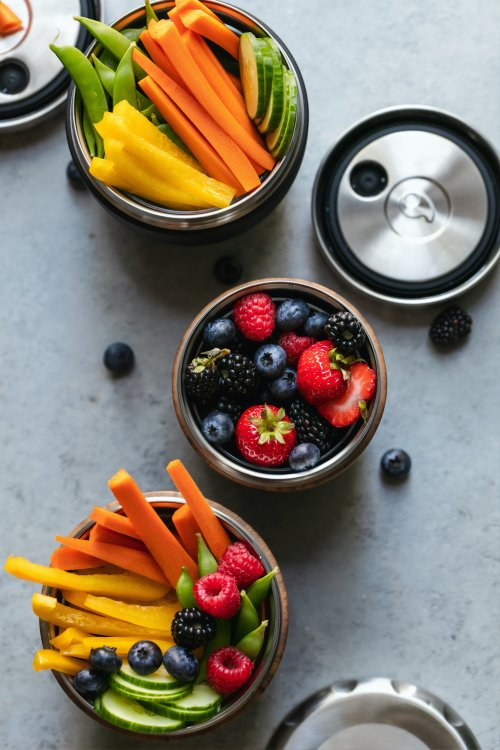 Fruit and vegetable snacks in tins